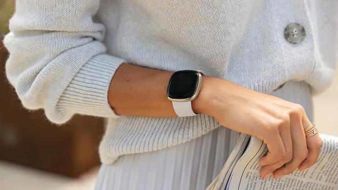นาฬิกาอัจฉริยะ Fitbit Sense กับหลักการตรวจวัดระดับความเครียดที่แม่นยำ