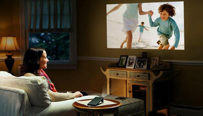 วิธีเลือกกล้อง โปรเจกเตอร์ สำหรับใช้ในบ้าน ให้คุ้มค่าและเหมาะสม